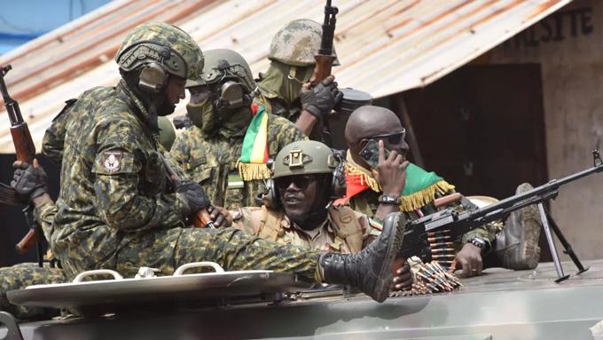 Các cầu thủ Morocco được giải cứu khỏi cuộc đảo chính ở Guinea như thế nào?