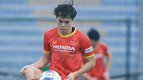 Kiatisak mặc áo Văn Toàn, cổ vũ tuyển Việt Nam thắng Australia