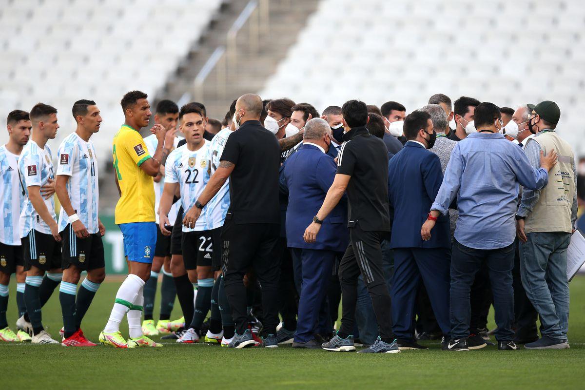 Trận Brazil - Argentina bị hoãn vì sự can thiệp của Cơ quan Kiểm soát Y tế Quốc gia Brazil