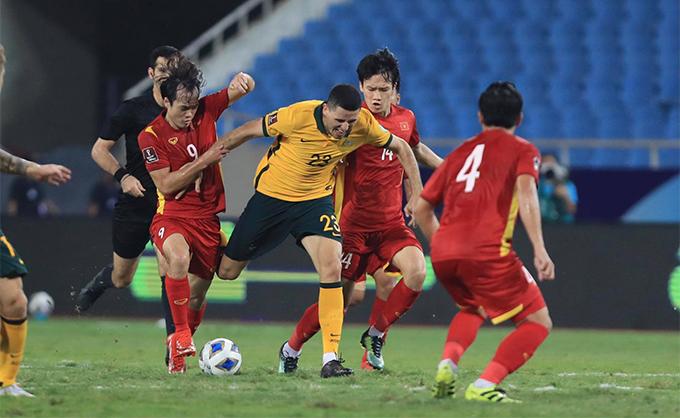 ĐT Việt Nam đã chơi rất nỗ lực trước Australia. Ảnh: Đức Cường