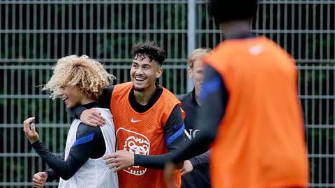 5 sao trẻ U19 Hà Lan gọi gái về phòng khi lên tuyển