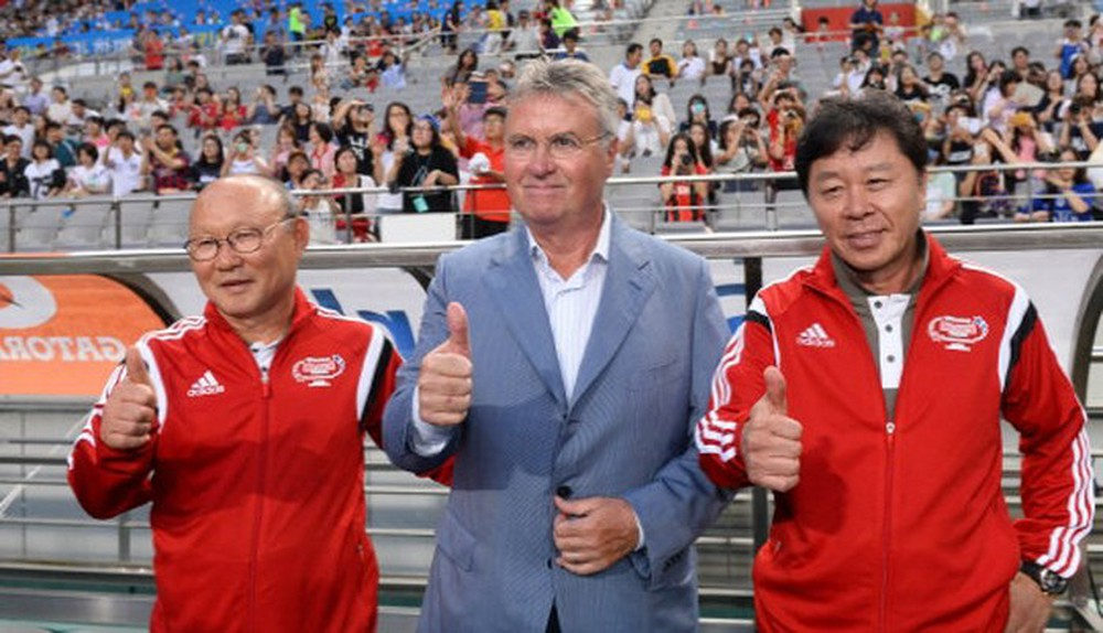 Guus Hiddink và các trợ lý Park Hang Seo, Chung Hae Soung tại ĐT Hàn Quốc ở World Cup 2002