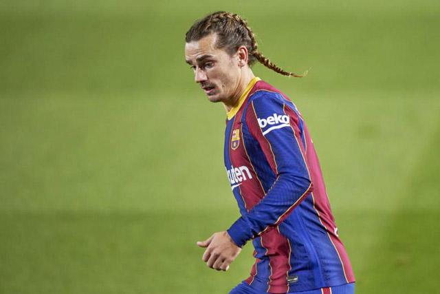 """Kiểu tóc búi từng được đánh giá """"thảm họa"""" của Griezmann trong màu áo Barca."""