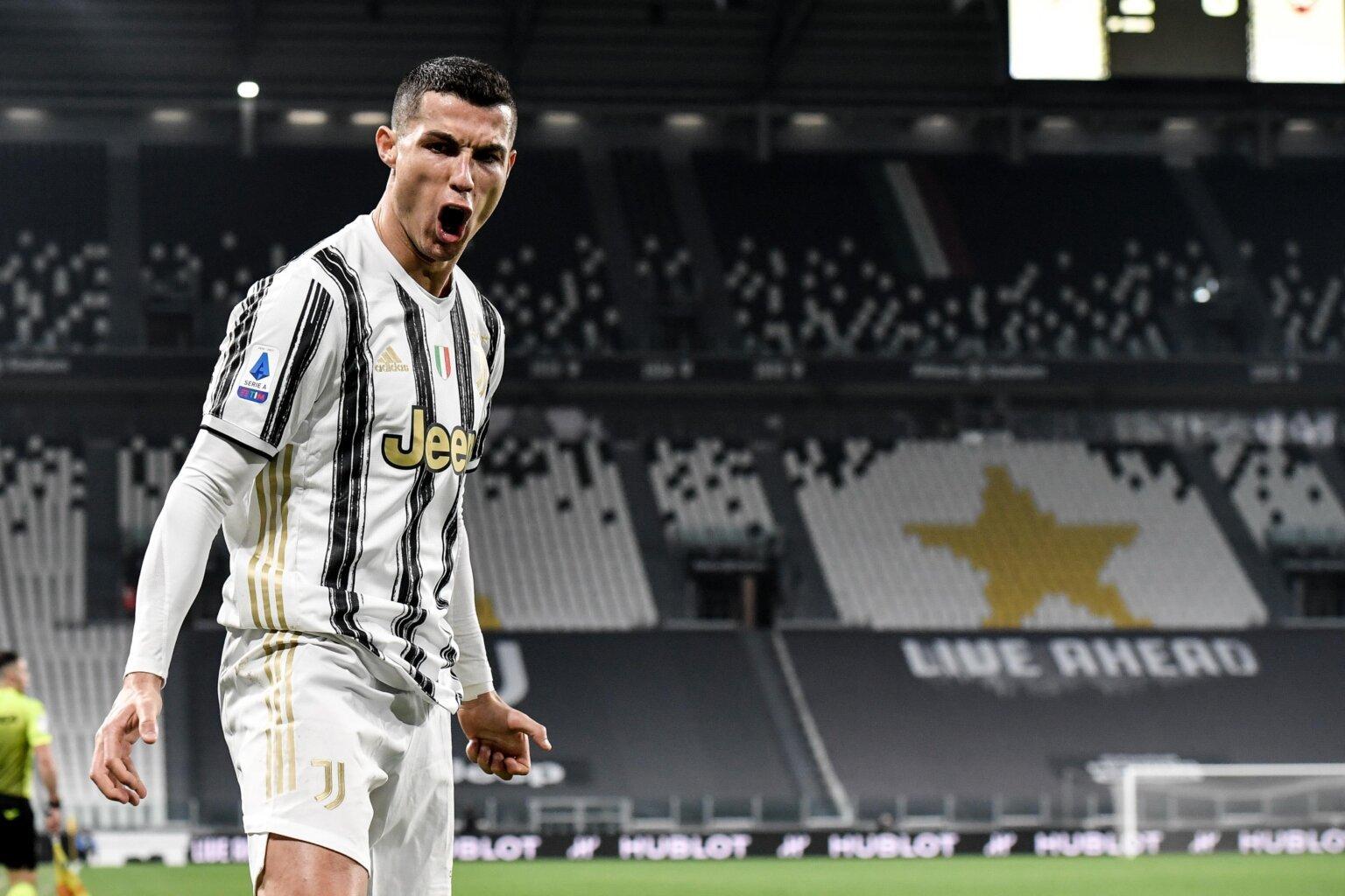 Ronaldo từng đi thẳng khỏi sân đấu khi bị thay người trong trận Juve - AC Milan năm 2019