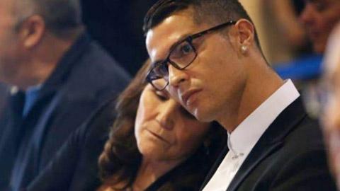 Câu chuyện cảm động phía sau giọt nước mắt của mẹ Ronaldo