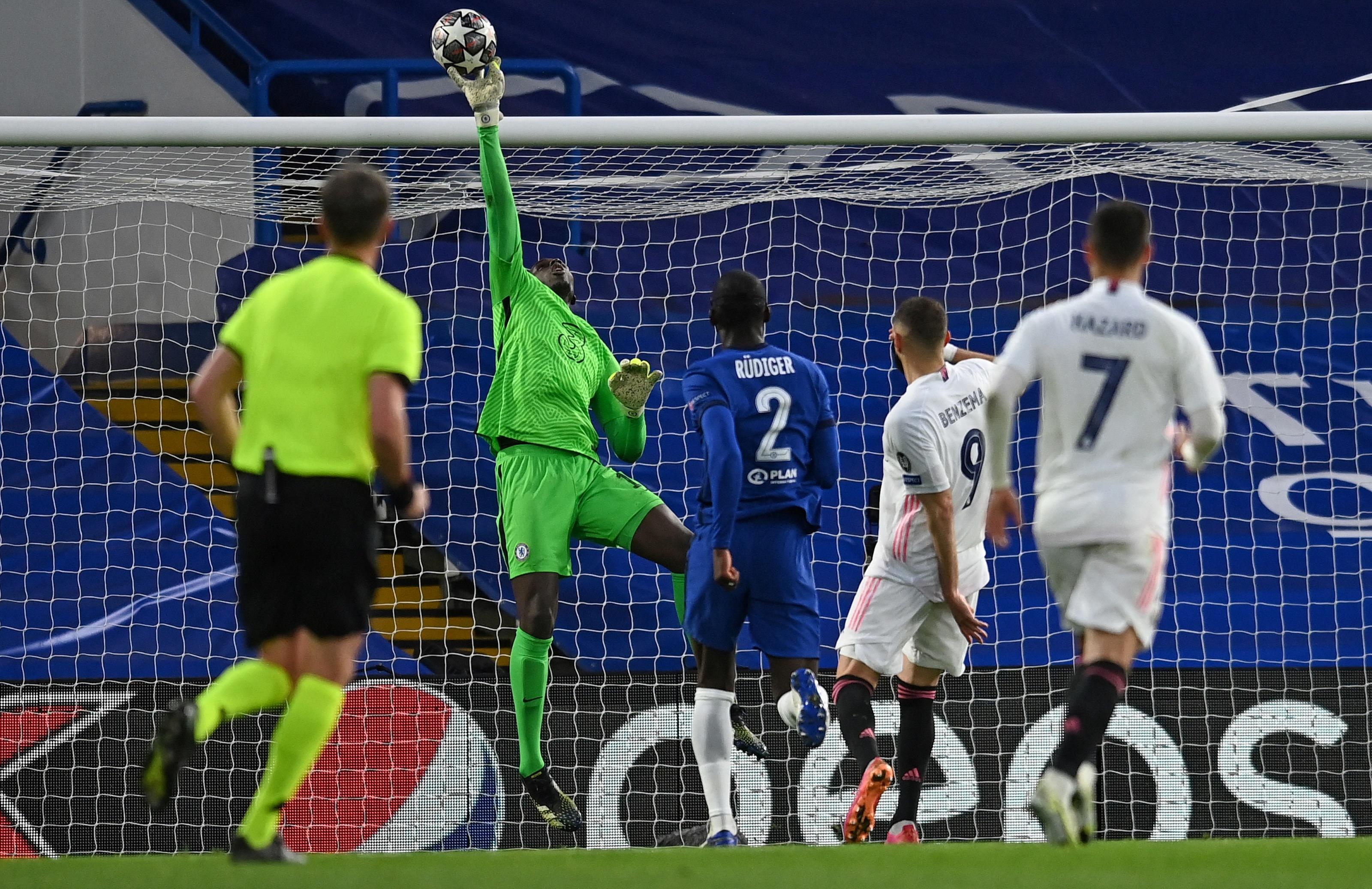 Mendy đã có hàng loạt pha cứu thua khó tin ở trận thắng Aston Villa