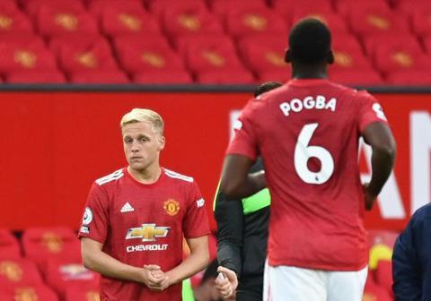 Pogba ở lại sẽ khiến cơ hội ra sân của Van de Beek giảm đi rất nhiều