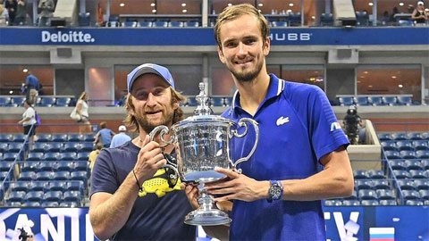 HLV Gilles Cervara giúp Medvedev đoạt Grand Slam đầu tiên sau ba lần vào chung kết