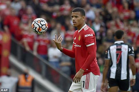 Greenwood sẽ học hỏi được nhiều điều khi chơi bóng bên cạnh Ronaldo và Cavani