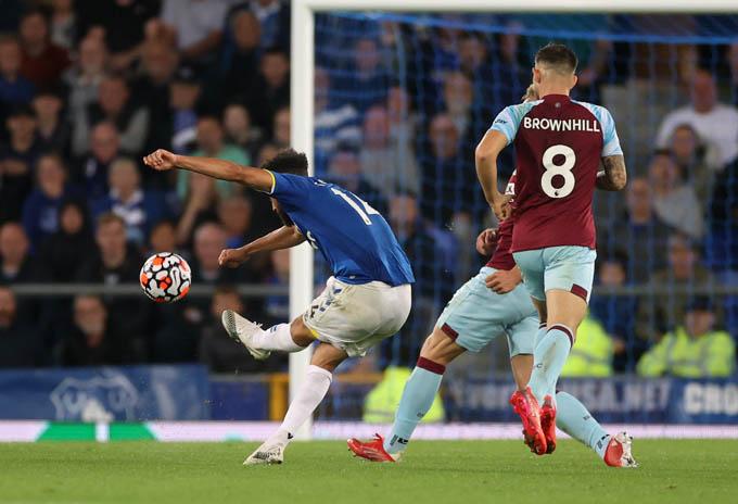 Townsend ghi bàn thắng đẹp vào lưới Burnley
