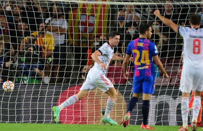 Lewandowski đóng góp 2 bàn cho Bayern