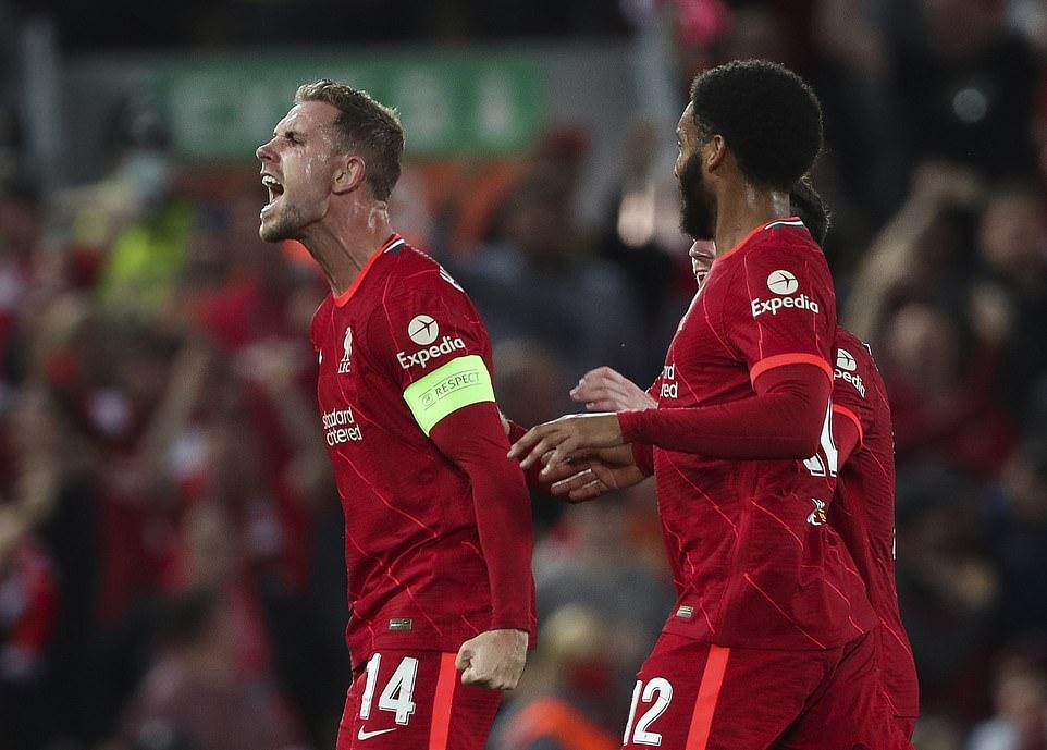Henderson ăn mừng sau pha ghi bàn ấn định tỷ số