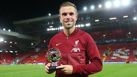Thủ quân Liverpool nhận giải cầu thủ hay nhất trận của UEFA