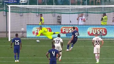 Trước khi chiến thắng Salah, Maignan cũng từng đẩy được quả penalty của Gareth Bale trong loạt giao hữu Hè 2021