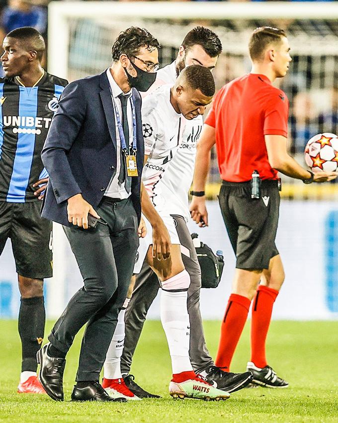 Mbappe chấn thương phải rời sân ở phút 51
