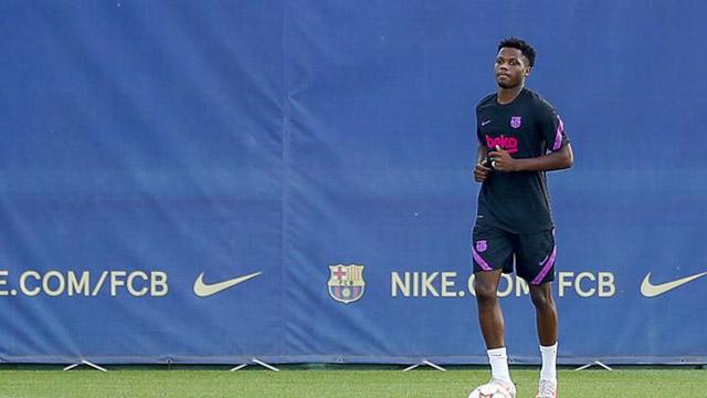 Ansu Fati đã sớm cảm nhận được gánh nặng của số 10 mà Messi để lại.