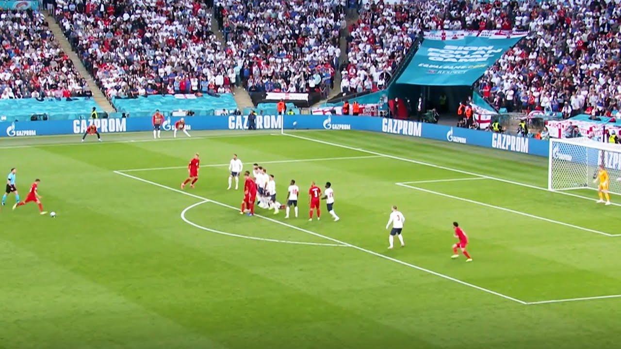 Mikkel Damsgaard ghi bàn vào lưới Anh từ một pha sút phạt hàng rào ở EURO 2020