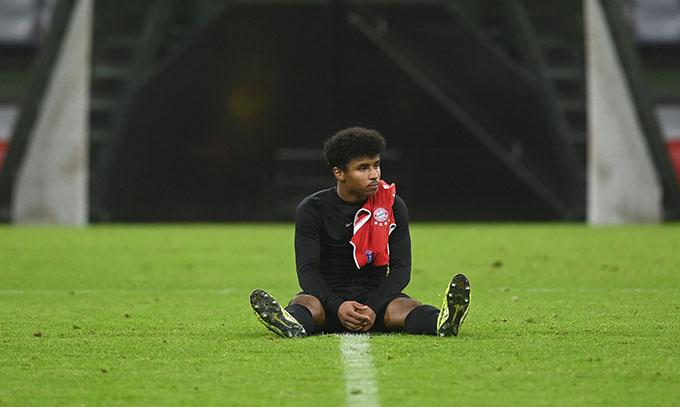 Adeyemi phải rời Bayern vì thói vô kỷ luật