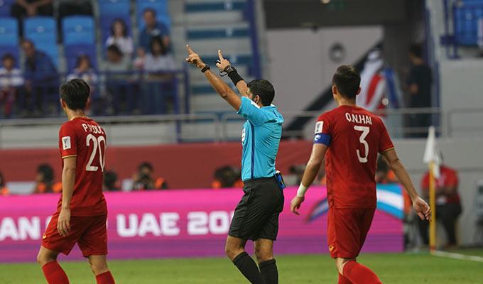 Trọng tài Hassan từng cầm còi trận Việt Nam thua Nhật Bản 1-2 ở tứ kết Asian Cup 2019