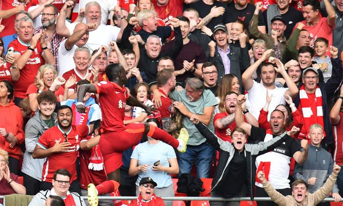 Niềm vui của Mane sau khi ghi bàn vào lưới Crystal Palace