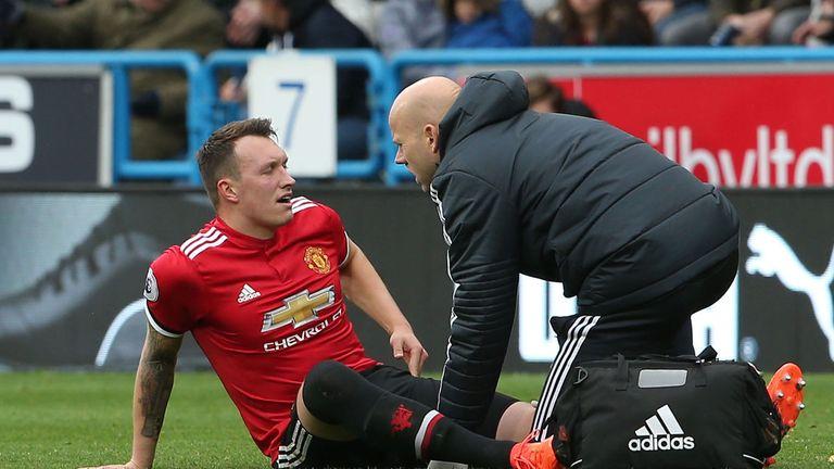Jones gặp vấn đề với đầu gối từ trẻ