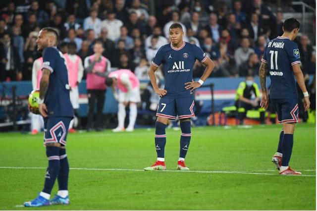 Messi và Mbappe rất hiếm khi lùi về hỗ trợ phòng ngự.