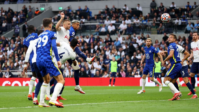Silva đánh đầu ghi bàn cho Chelsea