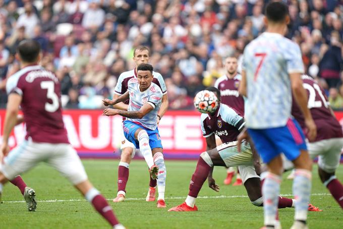 Lingard tỏa sáng với pha ghi bàn đẹp mắt mang về thắng lợi 2-1 cho MU trên sân của West Ham