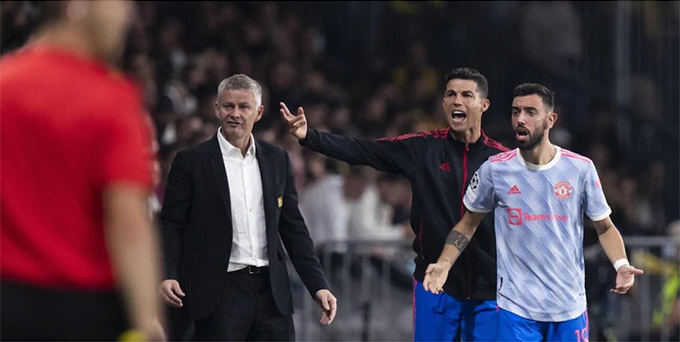 Solskjaer bảo vệ Ronaldo và Bruno Fernandes trước ý kiến của Ferdinand