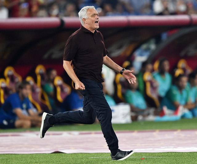 HLV Mourinho sẽ lại được ăn mừng vào cuối trận?