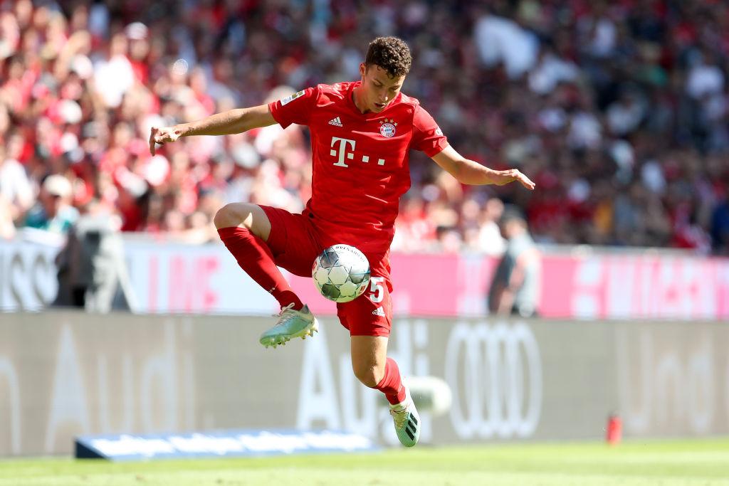 Tạm thời, Pavard cứ hãy đá ở vị trí hậu vệ phải để nuôi giấc mơ đá trung vệ cho Bayern