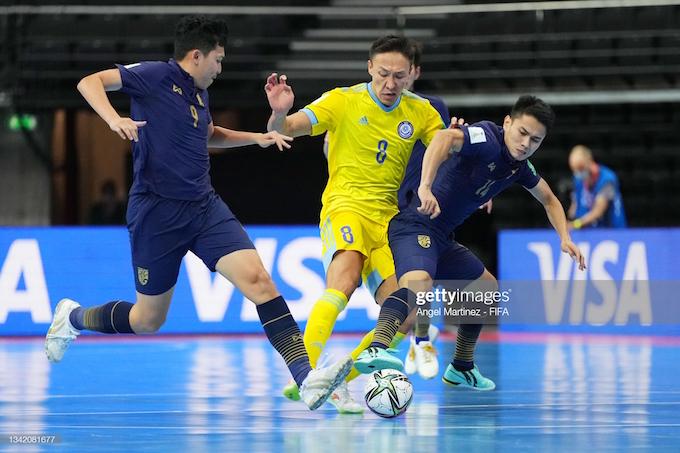 Các tuyển thủ Thái Lan đã rất nỗ lực, nhưng không thể cản được đối thủ Kazakhstan