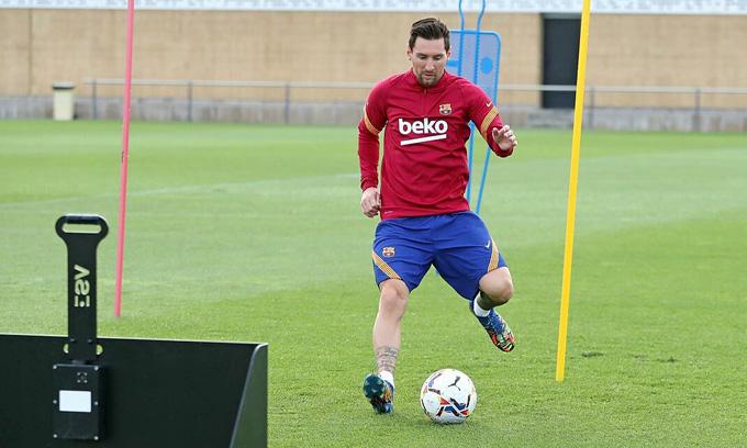 Koeman ví Messi là bạo chúa trên sân tập