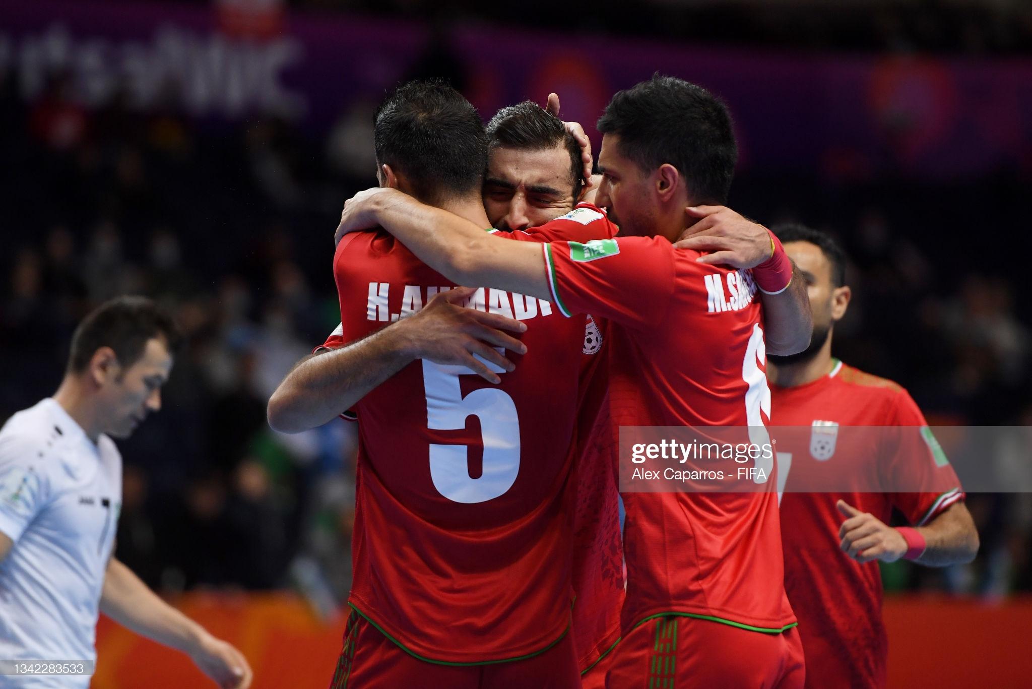 Chiến thắng nghẹt thở trước Uzbekistan giúp Iran vào tứ kết World Cup 2021