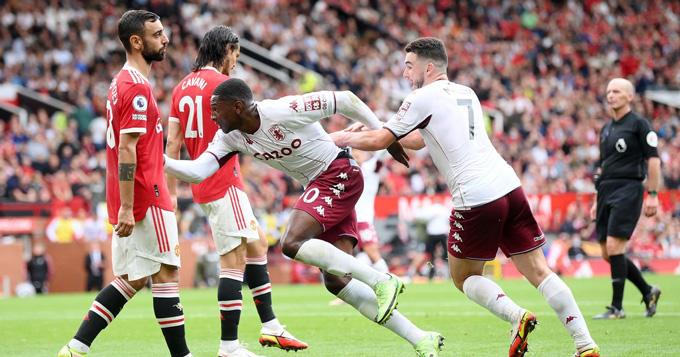Aston Villa lần đầu thắng được MU sau 12 năm