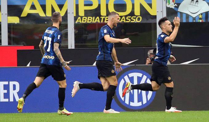 Niềm vui của Lautaro Martinez sau khi giúp Inter dẫn trước Atalanta
