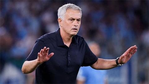 Mourinho đổ lỗi cho trọng tài và VAR sau thất bại ở derby Rome