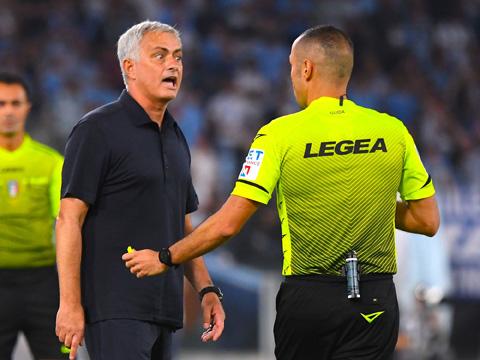 Mourinho chỉ trích trọng tài