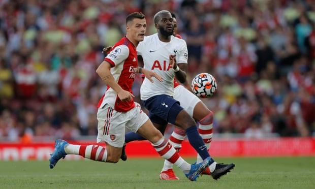 Với vai trò ông chủ của tuyến giữa Arsenal, Xhaka đã ghi dấu ấn quan trọng vào 2 bàn thắng đầu tiên của Arsenal