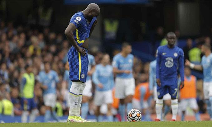 Lukaku bất lực trước hàng thủ Man City