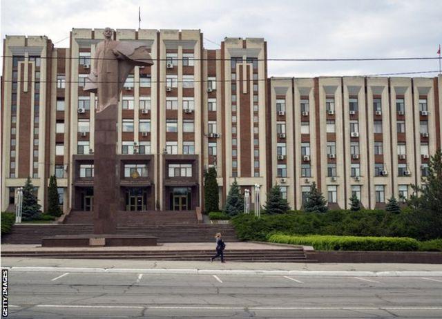Bức tượng Lenin trước tòa nhà quốc hội Transnistria