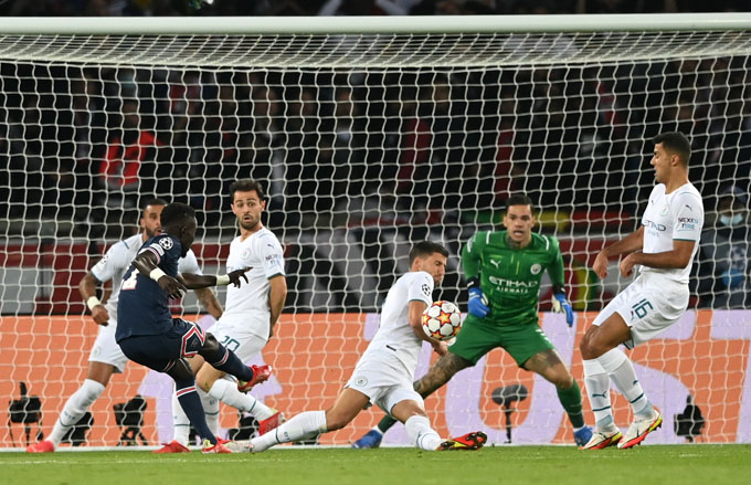 Gueye mở tỷ số cho PSG ở trận gặp Man City