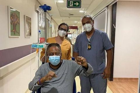 Pele được xuất viện nhưng sẽ tiếp tục hóa trị tại gia