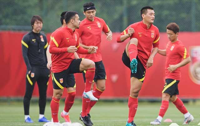 Thầy trò HLV Li Tie tích cực tập luyện trên đất UAE