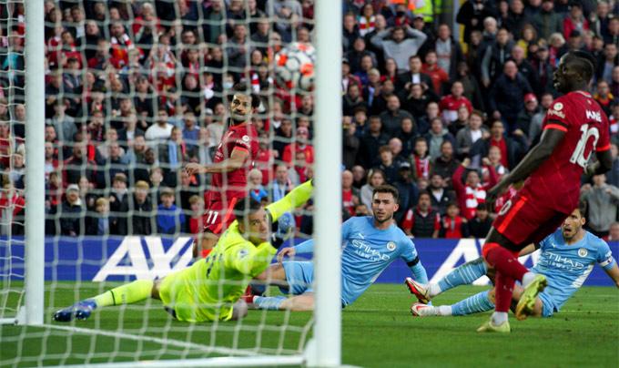 Salah là ngôi sao sáng nhất với hai khoảnh khắc thiên tài trong trận đấu
