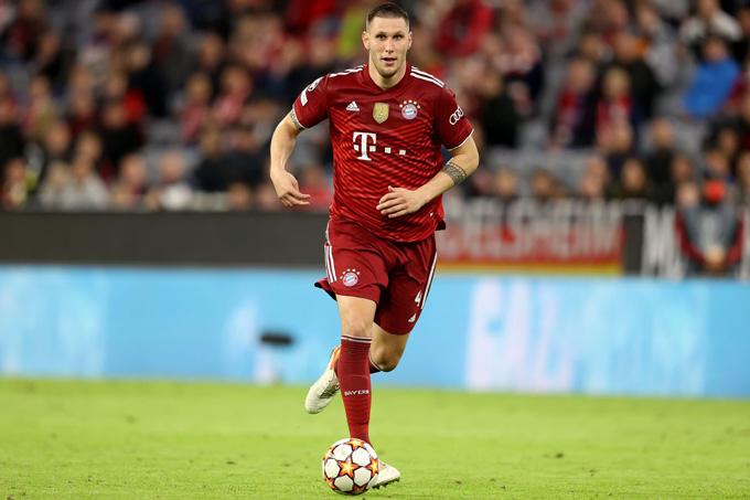 Suele đa năng nhưng không phải giải pháp lâu dài cho vị trí hậu vệ phải của Bayern
