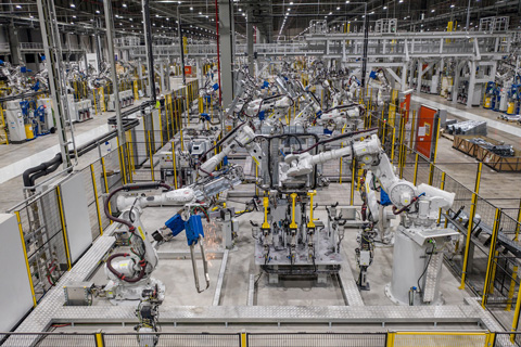 Dàn robot tại xưởng hàn thân vỏ, Nhà máy ô tô VinFast (Cát Hải, Hải Phòng)