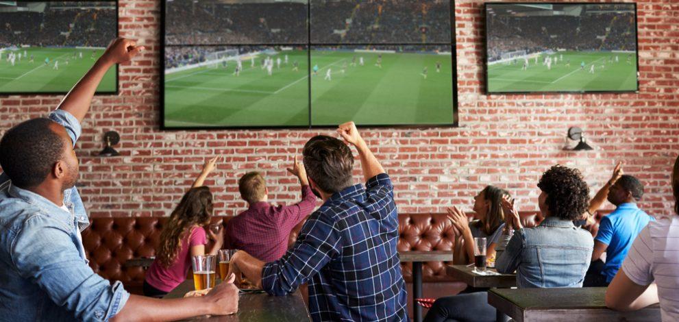 Các quán bar và pub xung quanh sân Anfield thu hoạch khoảng 350.000 bảng mỗi năm từ các CĐV đến đây uống bia rượu và xem The Kop thi đấu
