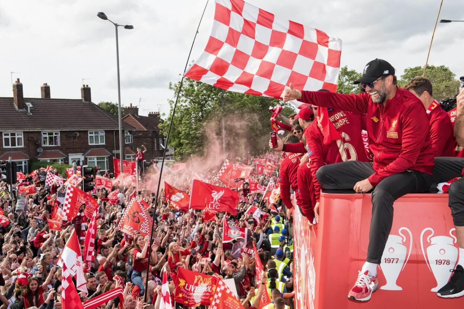 Trong 10 năm qua, chi phí chuyển nhượng của Liverpool chỉ là 342,5 triệu bảng, so với hơn 1i bảng của Man City cho dù họ vẫn thi đấu thành công