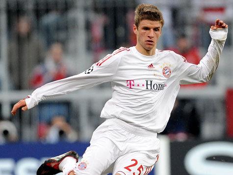 Mueller gia nhập học viên Bayern năm 2000 khi 10 tuổi và 9 năm sau được gọi vào đội một